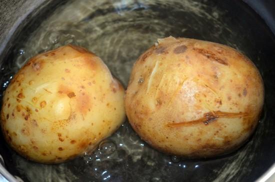 Сколько варить картофель в мундире