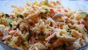 ингредиенты перекладываем в салатницу и тщательно перемешиваем