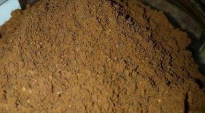 электрической кофемолке перемалываем зерна