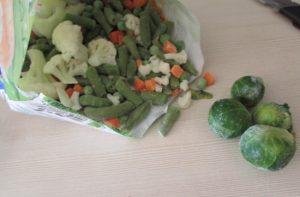 овощную смесь предварительно можно не размораживать