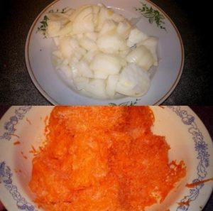 Очищаем корнеплод моркови, промываем и натираем