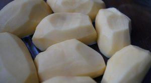 Измельчаем картофель кружочками