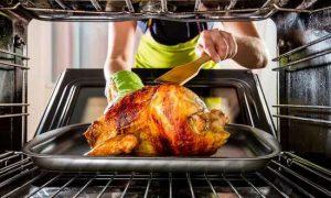 Как и сколько запекать курицу в духовке целиком?