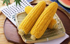 Сколько варить кукурузу в кастрюле (в початках)?