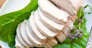 Сколько варить куриные грудки для салата (цезарь, оливье)?
