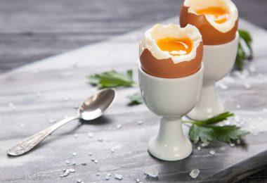 Сколько варить яйца всмятку после закипания