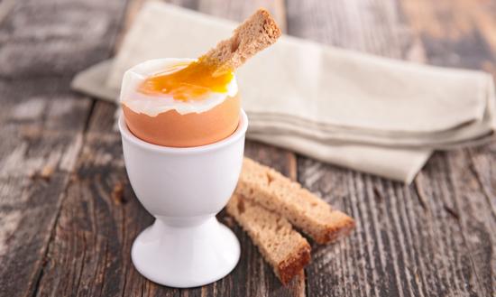 Сколько варить куриные яйца всмятку?