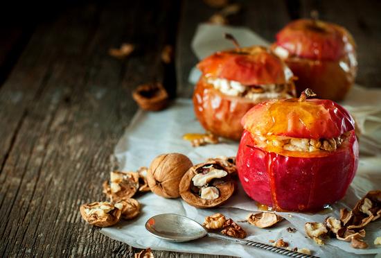 Сколько по времени запекать яблоки в духовке?