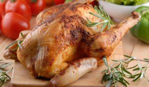 Сколько запекать курицу в духовке: целиком