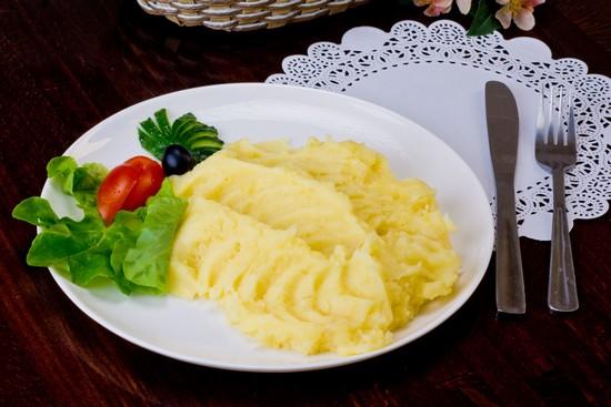 сколько варить очищенную картошку в кастрюле
