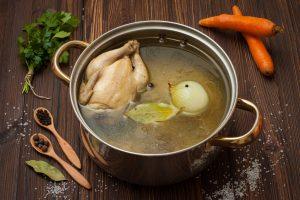 Как сварить курицу целиком или кусочками?