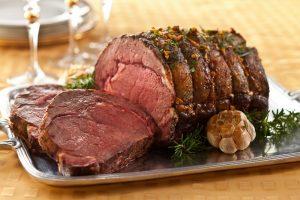 Сколько запекать говядину в духовке (в рукаве, фольге)?