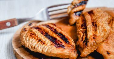 Сколько жарить индейку на сковороде (стейк, кусочками)?