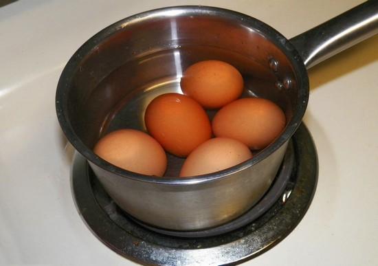 сколько варить яйца в мешочек после закипания